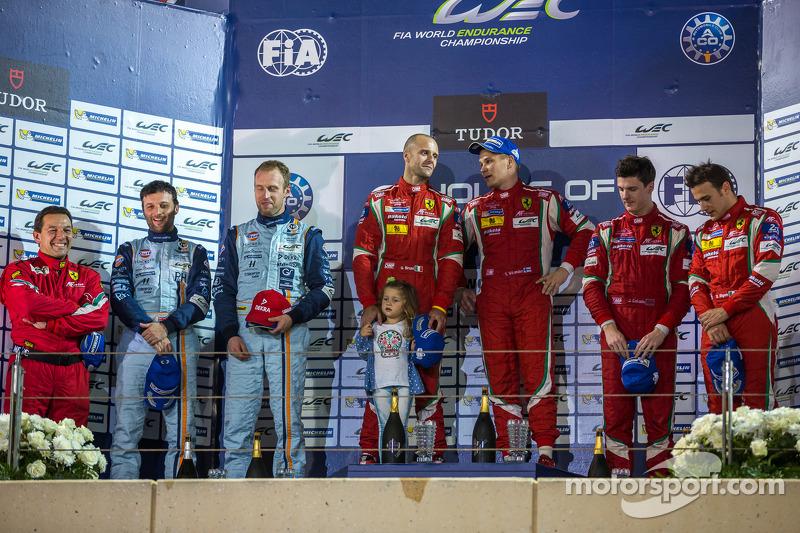 LMGTE Pro podium: 1er lugar Gianmaria Bruni, Toni Vilander; 2do lugar Darren Vueltaer, Stefan Mücke;