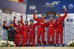 LMP1-私人车队组领奖台:冠军多米尼克·克莱哈默,安德烈亚·贝利基,法比奥·莱默,亚军尼古拉斯·普罗斯特,尼克·海菲尔德,马蒂亚斯·贝西