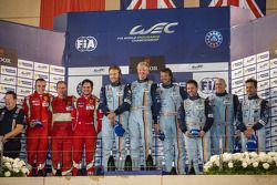 LMGTE Am podium: 1er lugar Kristian Poulsen, David Heenemeier Hansson, Nicki Thiim; 2do lugar Stephe