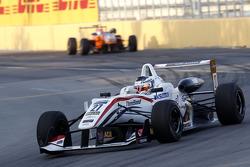 Nick Cassidy , Three Bond con T-Sport Dallara F314 NBE