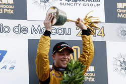 Le vainqueur Felix Rosenqvist, Kashbet.com by Mücke Motorsport Dallara F312 Mercedes-HWA