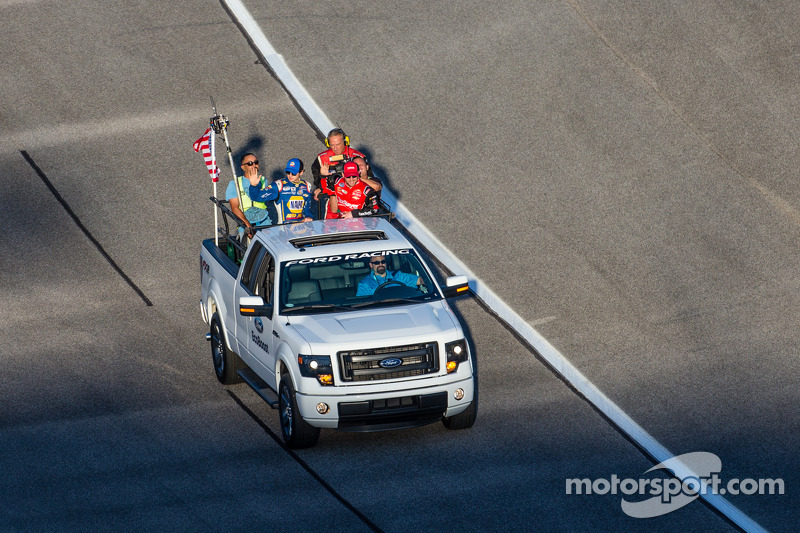 Drivers introduction: Chase Elliott and Regan Smith