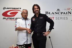 Stéphane Ratel, CEO e fundador SRO Motorsports Group com Masaki Bandoh, comandante da GTA
