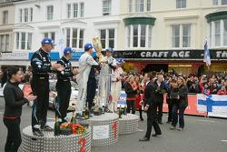 Podium: Los ganadores Sébastien Ogier y Julien engrassia, segundo lugar Mikko Hirvonen y Jarmo Leht