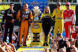2014年冲刺杯的四位车手: Denny Hamlin, Joe Gibbs丰田车队;Ryan Newman, Richard Childress雪佛兰车队;Joey Logano, Penske福特