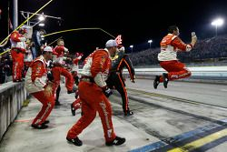 Kevin Harvick's team celebrates the victory and 2014 championship