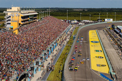 Départ : Jeff Gordon, Hendrick Motorsports Chevrolet et Kurt Busch, Stewart-Haas Racing Chevrolet