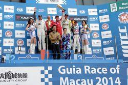 El ganador Robert Huff, segundo lugar y van Muller, tercer lugar Hugo Valente