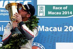 Il vincitore della corsa Jose maria Lopez su Citroën C-Elysee WTCC del team Citroën Total WTCC
