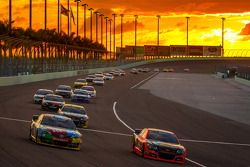 Tony Stewart, Stewart-Haas Racing Chevrolet and Kyle Busch, Joe Gibbs Racing Toyota