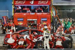 Pit stop for Kevin Harvick, Stewart-Haas Racing Chevrolet