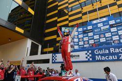 2. yarış kazananı Robert Huff, LADA Granta 1.6T, LADA Sport