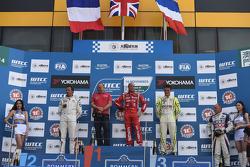 Robert Huff, LADA Granta 1.6T, LADA Sport, Yvan Muller, Citroen C-Elysee WTCC, Citroen Total WTCC, Hugo Valente, Chevrolet RML Cruze TC1, Campos Racing