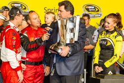 El ganador y campeón de 2014 NASauto Sprint Cup series Kevin Harvick, Stewart-Haas Racing Chevrolet