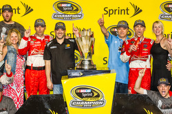 Race winner and 2014 NASCAR Sprint Cup series champion Kevin Harvick, Stewart-Haas Racing Chevrolet celebrates with crew chief Rodney Childers, Tony Stewart, DeLana Harvick and Gene Haas