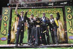 冠军埃里卡·恩德斯-史蒂文斯、安德鲁·海因斯、托尼·舒马赫、马特·哈根