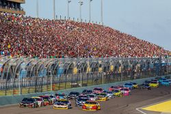 Restart: Joey Logano, Team Penske Ford, Denny Hamlin, Joe Gibbs Racing Toyota and Jeff Gordon, Hendr