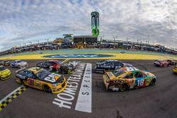 Kyle Busch, Joe Gibbs Racing Toyota, Jimmie Johnson, Hendrick Motorsports Chevrolet, Ryan Newman, Ri
