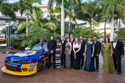NASCAR Nationwide Series-kampioen Chase Elliott met vader Bill Elliott, eigenaars Dale Earnhardt Jr.