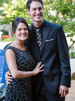 Joey Logano met zijn vriendin