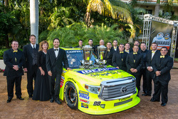 NASCAR Camping World Truck Series-kampioen Matt Crafton met zijn team