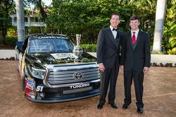 NASCAR Camping World Truck Series-teamkampioen Kyle Busch met Erik Jones