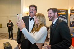 Mike Helton avec Dale Earnhardt et Amy Reimann
