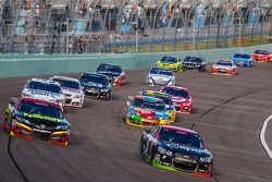 Clint Bowyer, Michael Waltrip Racing Toyota et Kasey Kahne, Hendrick Motorsports Chevrolet