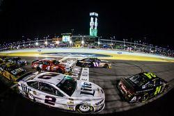 Jeff Gordon, Hendrick Motorsports Chevrolet, Brad Keselowski, Team Penske Ford, Denny Hamlin, Joe Gibbs Racing Toyota, Kevin Harvick, Stewart-Haas Racing Chevrolet