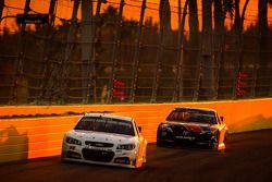 Josh Wise, Mike Curb Ford ve Brett Moffitt, Michael Waltrip Racing Toyota