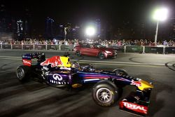 Sebastian Vettel ve Daniel Ricciardo Infiniti Yol Gösterisi'nde