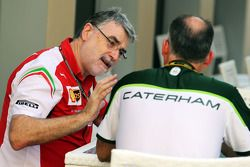 Ferrari and Caterham F1 Team staff in conversation
