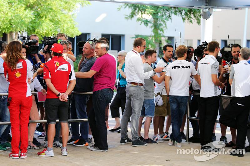 (L to R): Fernando Alonso, Ferrari; Nico Rosberg, Mercedes AMG F1 and Jenson Button, McLaren with the media
