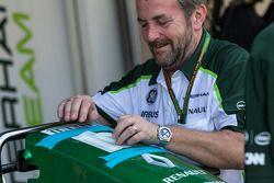 Mechaniker am Caterham F1 Team CT05