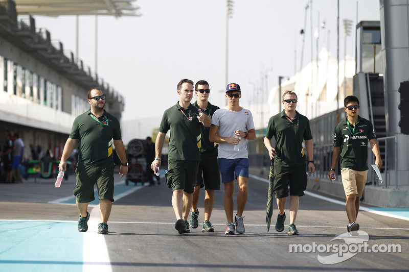 Yas Marina 2014: Pierre Gasly, Rio Haryanto, Caterham Racing
