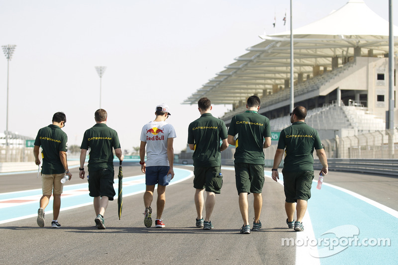 Yas Marina 2014: Rio Haryanto, Pierre Gasly, Caterham Racing