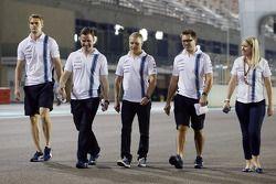 Valtteri Bottas, Williams ve takımı pistte yürüyor