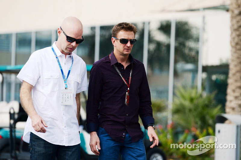 (L to R): Jan Magnussen, with Allan McNish, BBC F1 Presenter