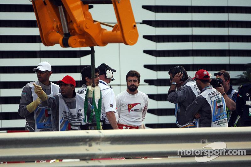 Fernando Alonso, Ferrari, detenido en la segunda práctica