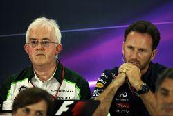(Da sinistra a destra): Finbarr O'Connell, Amministratore Caterham F1 Team con Christian Horner, Red Bull Racing Team Principal alla conferenza stampa FIA