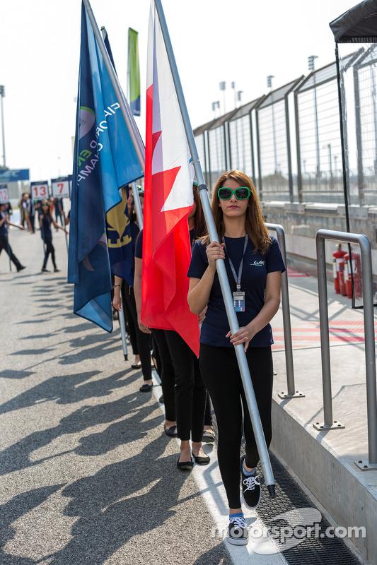 Bayrak kızları