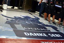 Red Bull Racing Takımı Sebastian Vettel'e teşekkür ediyor