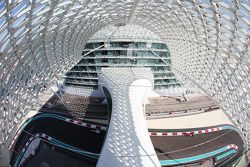 Valtteri Bottas, Williams FW36 ve Fernando Alonso, Ferrari F14-T