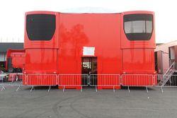 Paddock et camion Ferrari
