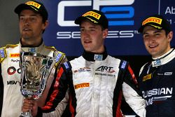 El ganador Stdefel Vandoorne, ART Grand Prix, segundo lugar Jolyon Palmer, DAMS, tercer lugar Mit