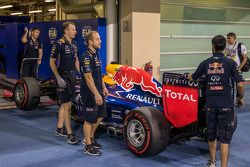 Red Bull Racing RB10, Sebastian Vettel, Red Bull Racing, teknik kontrol yolunda
