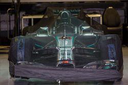 Lewis Hamilton'ın Mercedes AMG F1 W05'i kapalı parkta
