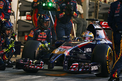 Jean-Eric Vergne, Scuderia Toro Rosso STR9 en los pits