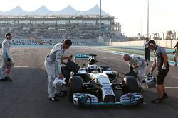 Lewis Hamilton, Mercedes AMG F1 W05 sulla griglia di partenza