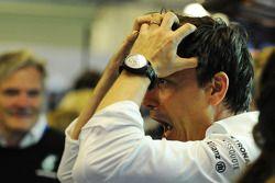 Toto Wolff, Mercedes AMG F1 Hissedarı ve Genel Müdürü ve takımı dünya şampiyonluğunu kutluyor
